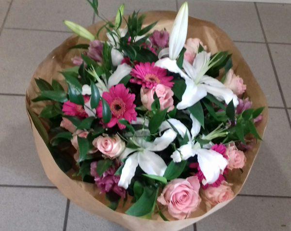 Bukiet mieszany z lilią