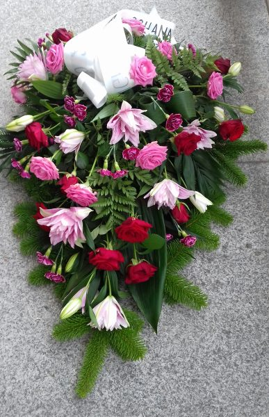 Wiązanka z lilii, róży i goździków
