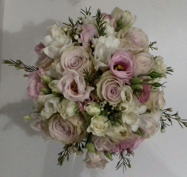 Bukiet z eustomy i róż