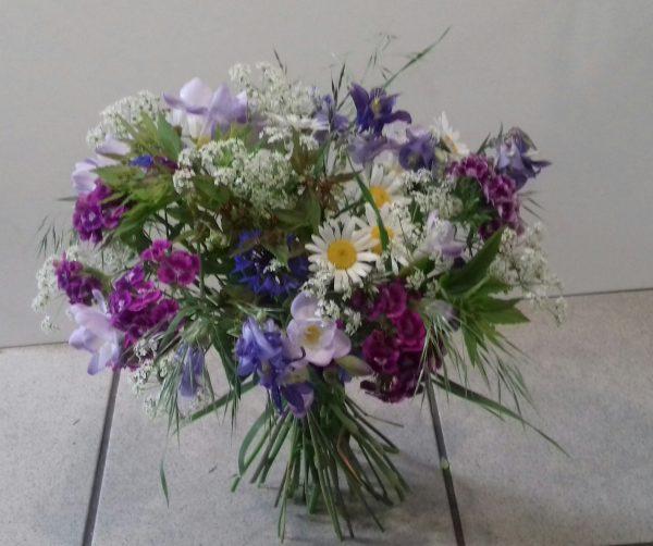 Bukiet okolicznościowy z kwiatów polnych i ogrodowych