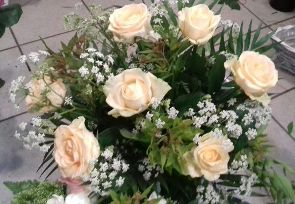 Bukiet z 9 róż i gipsówki