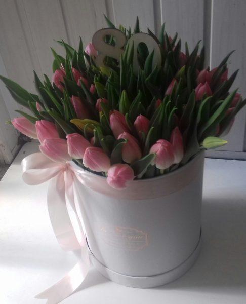 Flower box z 80 tulipanów