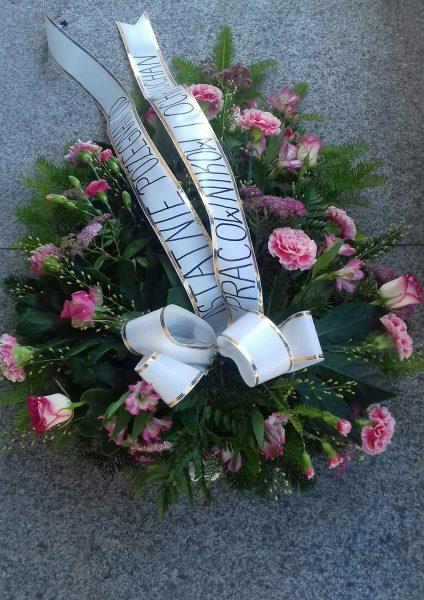 Wiązanka pogrzebowa goździk, róża, alstromeria