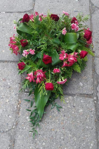 Wiązanka z róż i alstromerii