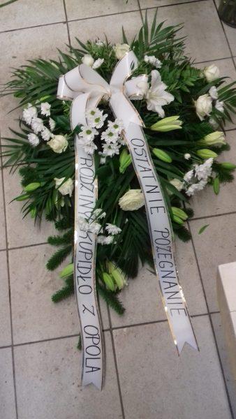 wiązanka pogrzebowa z lilii, eustomy, margaretki