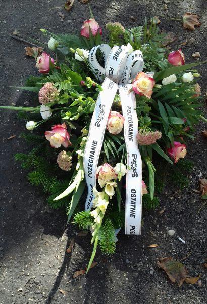 Wiązanka pogrzebowa z róż i mieczyków