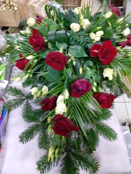 Wiązanka z róż i eustomy