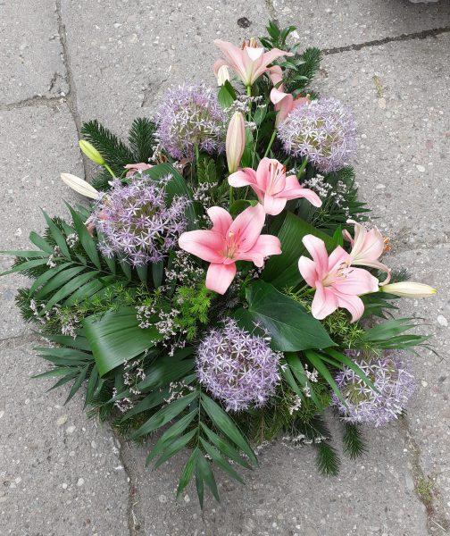 Wiązanka pogrzebowa z lilii i czosnku ozdobnego