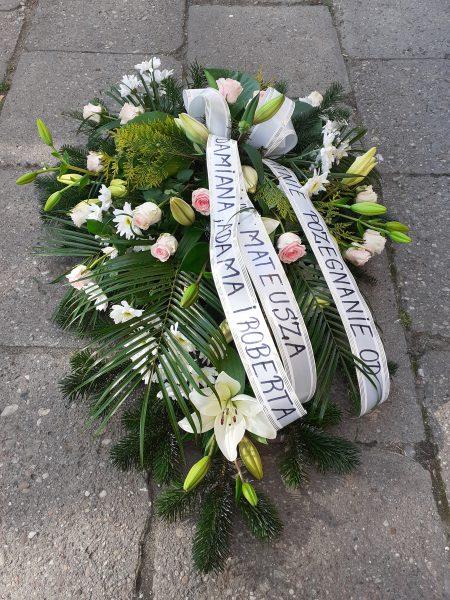 Wiązanka pogrzebowa z lilii i róży