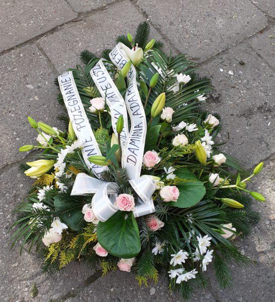 Wiązanka pogrzebowa z lilii i margaretki