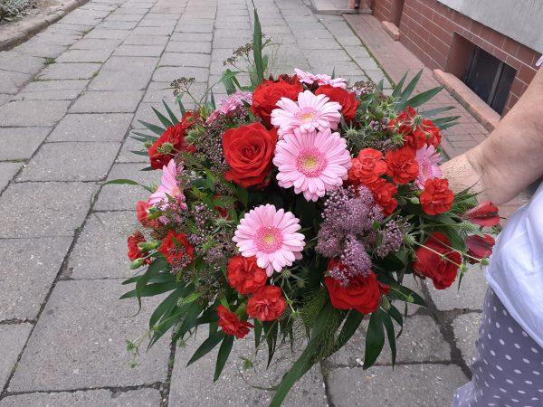 Bukiet z róż i gerber