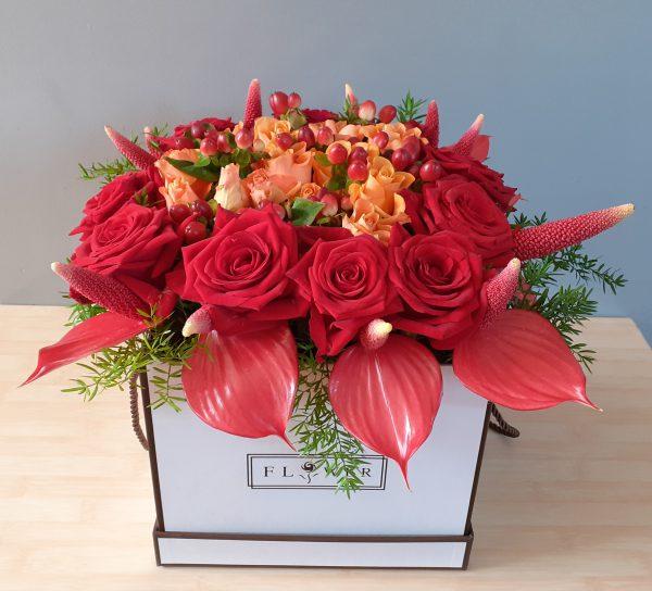 Flower boź z anturium i róż