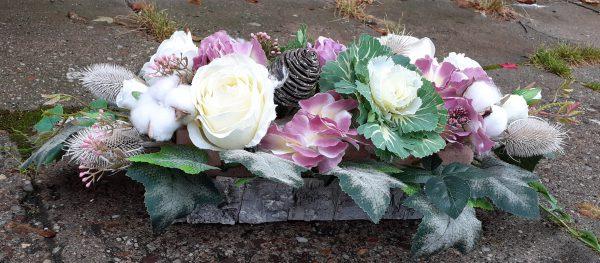 Kompozycja na grób fioletowo-biała