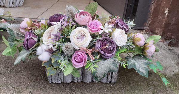 Kompozycja z kwiatów fioletowo wrzosowym