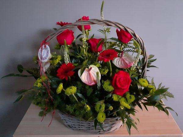 Kosz z róż i anturium