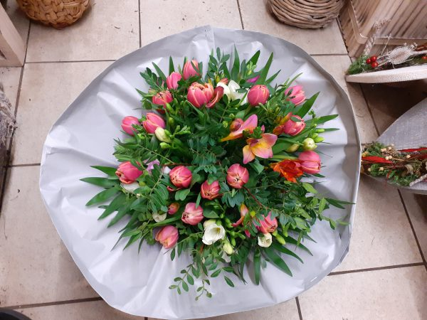 Bukiet z tulipanów i frezji