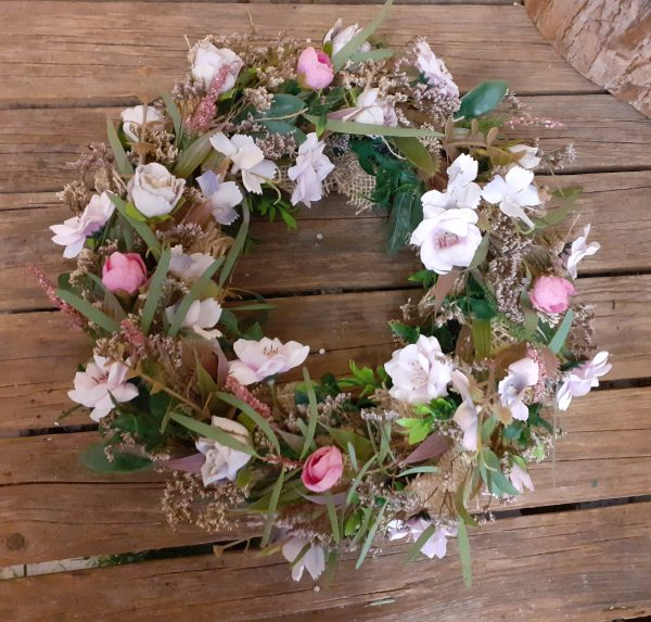 Wianek wiosenny łączka różowa