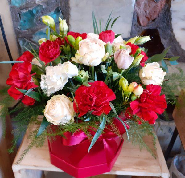 Box z goździków i róż