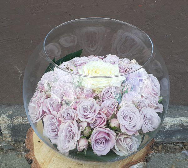 Róże w szklanej kuli