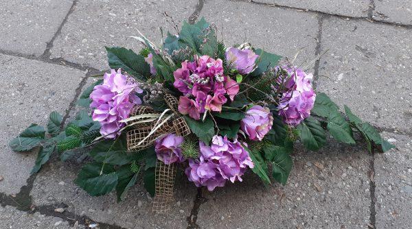 Kompozycja z kwiatów hortensji i róz