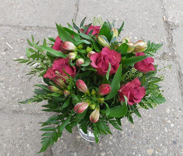 Bukiet z róż i alstromerii