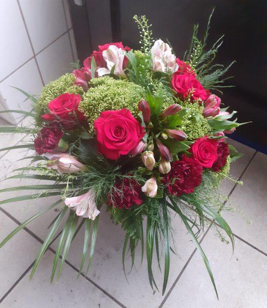 Bukiet z róż alstromerii i goździków