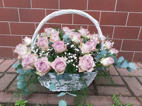 Kosz z 30 róż