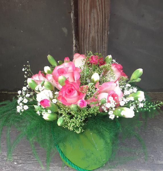 Flower box z róż i goździków